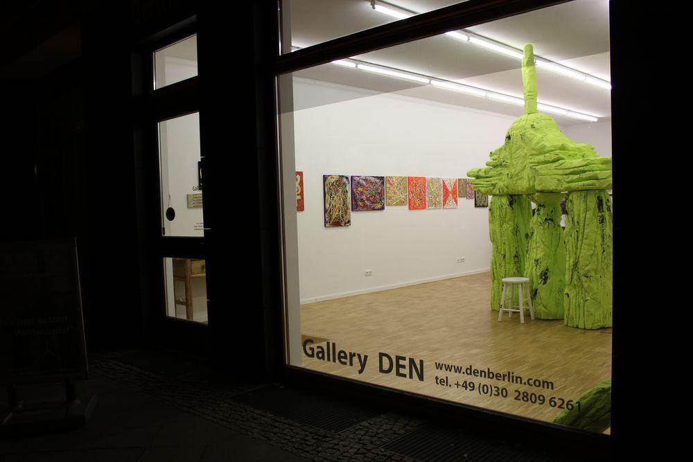 Gallery-DEN -Vernissage-ZEICHEN SETZEN-WELTWUNDER-Montag den 7. Oktober2013-von19-21-Uhr-Galerie-Invalidenstrasse-16-10115-Berlin-Mitte-IMG_0815atitel