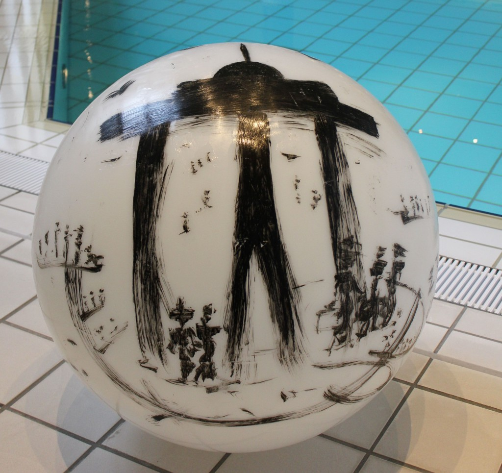 Tusche auf Kunststoff, Schlussfirnis, handbemalt, Unikate, signiert, 2014 Durchmesser: 40 cm Durchmesser: 60 cm Durchmesser: 80 cm