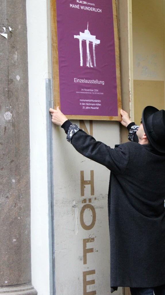 Plakat wall works exhibition monumentalWunderlich in den Heckmann Höfen 25 Jahre Mauerfall